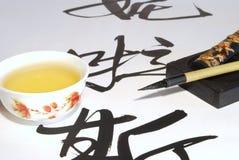 Chá verde e caligrafia Fotografia de Stock Royalty Free
