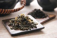 Chá verde e preto. Imagens de Stock Royalty Free