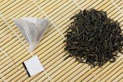 Chá verde e saquinhos de chá naturais Foto de Stock