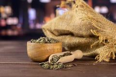 Chá verde seco com restaurante fotografia de stock royalty free