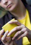Chávena de café amarela fotos de stock royalty free