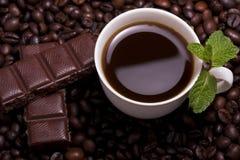 Chávena de café com hortelã imagem de stock