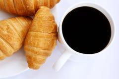 Chávena de café e croissants Imagens de Stock Royalty Free