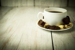 Chávena de café e doces Fotografia de Stock Royalty Free