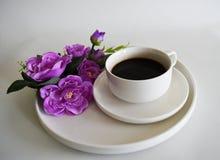 Chávena de café e flor Fotos de Stock