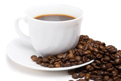 A chávena de café e os feijões   Imagens de Stock
