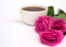 Chávena de café e rosas Imagens de Stock Royalty Free