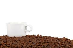 Chávena de café em feijões de café Foto de Stock