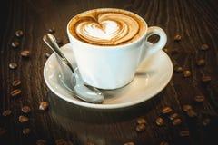 Chávena de café na tabela Imagens de Stock Royalty Free