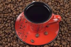Chávena de café oriental vermelha e preta Imagens de Stock Royalty Free