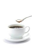 Chávena de café preta com colher de flutuação Fotos de Stock Royalty Free