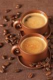 Chávenas de café e feijões Fotografia de Stock