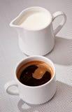 Chávenas de café e leite Imagens de Stock