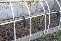 Châssis de couches fait maison avec le tuyau de PVC, le fil, et les liens de fermeture éclair images stock