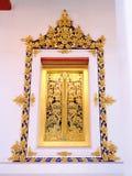 Châssis de fenêtre de temple chez Nonthaburi Thaïlande Image libre de droits