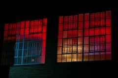 Châssis de fenêtre en acier industriels de boîte de nuit ou de lieu de rendez-vous image stock