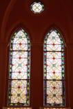 Châssis de fenêtre fou du verre de tache dans la cathédrale photo libre de droits