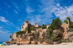 Château antique de Tamarit, vue de la plage Photographie stock libre de droits
