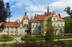 Château antique en parc aménagé en parc Photographie stock