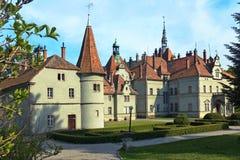 Château antique en parc aménagé en parc Photos stock