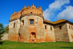 Château antique sur une pelouse verte Image stock
