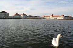 Château avec l'étang Image libre de droits