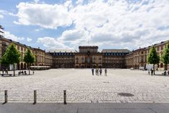 Château baroque de Mannheim au ciel bleu dans Baden-Wurttemberg Allemagne photos libres de droits