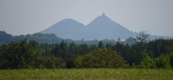 Château Bezdez avec deux collines image stock