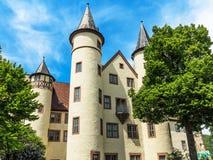 Château blanc de neige dans la canalisation de Lohr AM dans les montagnes de Spessart, Allemagne Photo stock