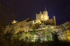 Château d'Alcazar de Segovia la nuit. Palais antique Photo libre de droits