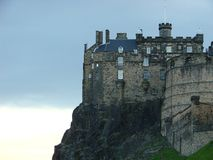 Château d'Edimbourg au crépuscule Images libres de droits