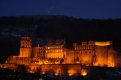 Château d'Heidelberg allumé pendant la nuit Images libres de droits