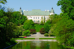 Château d'Ujazdow, vu du canal royal, Varsovie, Pologne photo libre de droits