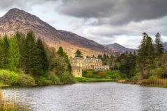 Château de Ballynahinch en montagnes de Connemara Photographie stock libre de droits