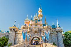 Château de beauté de sommeil au parc de Disneyland Images libres de droits