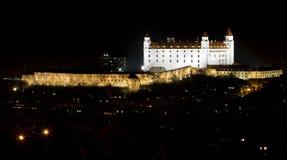 Château de Bratislava dans la nuit après reconstruction Images libres de droits