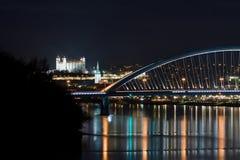 Château de Bratislava la nuit Photo libre de droits