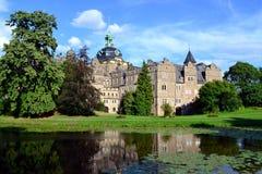 Château de Bueckeburg Schloß avec des réflexions dans les étangs Photo stock