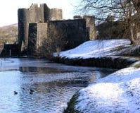 Château de Caerphilly dans la neige photographie stock libre de droits