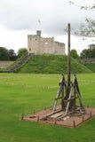 Château de Cardiff au Pays de Galles avec la catapulte image libre de droits