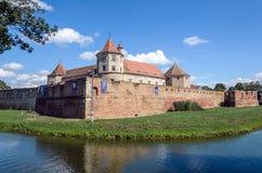 Château de Fagaras du comté de Brasov, construit vers 1310, maintenant reconstitué et actuellement utilisé comme musée et bibliot photos stock