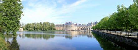 Château de Fontainebleau en France et lui est lac Photographie stock libre de droits