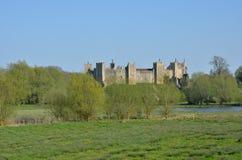 Château de Framlingham dans le paysage rural Photo stock