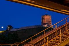 Château de Gediminas sous le pont Image stock