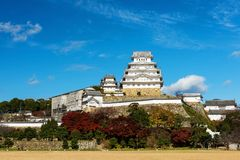 Château de Himeji avec des couleurs de feuillage d'automne Image libre de droits
