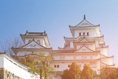 Château de Himeji sur le fond clair de ciel bleu Photo libre de droits