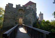 Château de Kokorin avec le pont d'accès, République Tchèque photographie stock