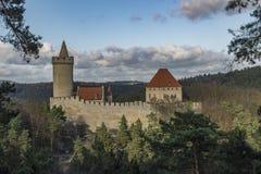 Château de Kokorin dans le jour d'hiver ensoleillé photographie stock libre de droits