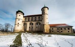 Château de la Renaissance dans le nicz de› de Nowy WiÅ dans le paysage d'hiver Photographie stock libre de droits
