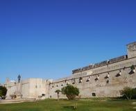 Château de Lecce vis-à-vis d'un ciel bleu Image libre de droits